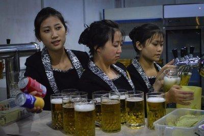 英国の旅行代理店が発売北朝鮮の飲み屋ツアーは中国行き往復航空券を除く費用が約18万円だ。[旅行代理店ホームページ キャプチャー]
