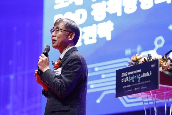 科学技術情報通信部のキム・ソンス革新本部長が22日にソウルのCOEXで開かれた「2019未来有望技術セミナー」で日本の輸出規制に対抗する研究開発に持続的な支援をすると明らかにした。[写真 KISTI]
