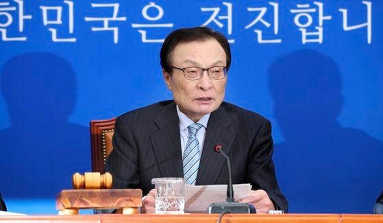 共に民主党の李海チャン代表。イム・ヒョンドン記者