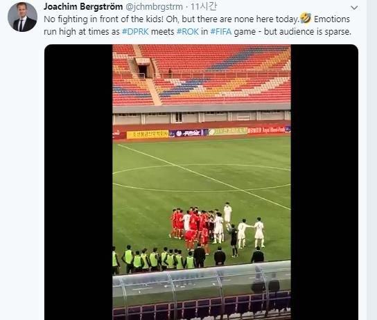 平壌に駐在するスウェーデンのヨアキム・ベルイストロム大使が、10月15日に平壌で行われたカタールW杯2次予選の韓国-北朝鮮戦であった選手同士のもみ合いの映像をツイッターに公開した。[SNS キャプチャー]