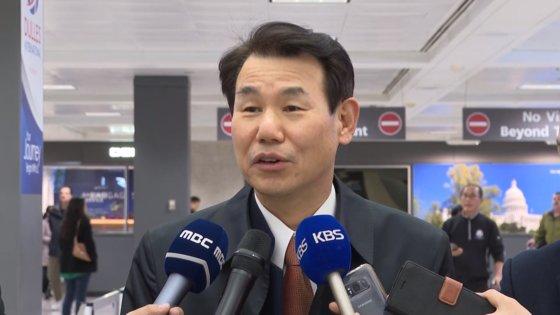 韓国の鄭恩甫SMA交渉大使が2日、ワシントン・ダレス空港で「それなりの代案を持ってきた」としながらも「既存のSMA枠組みに変化があってはいけないというのが我々の立場」と強調した。[中央日報]