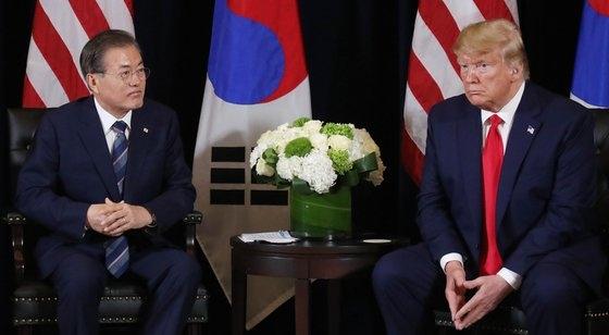 今年9月23日午後(現地時間)、国連総会のために訪米した文在寅大統領がニューヨークのホテルでトランプ大統領と首脳会談をした。[青瓦台写真記者団]