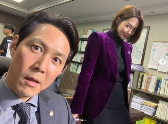 ドラマ『補佐官2』の女優シン・ミナと俳優イ・ジョンジェ