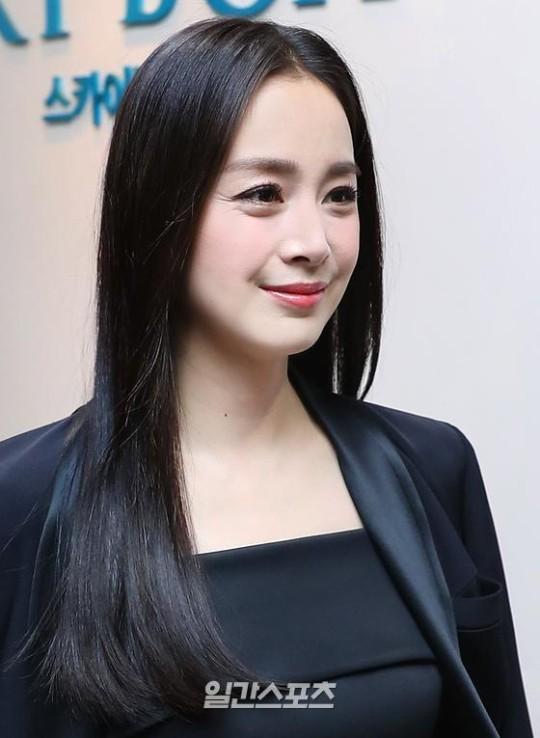 5日午後、ソウル高尺スカイドームで開かれた「第34回2020ゴールデンディスクアワード with TikTok」レコード部門授賞式に授賞者として参加した女優キム・テヒ