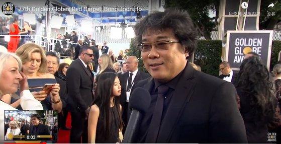 第77回ゴールデングローブ賞授賞式が開かれる米ロサンゼルス(LA)ウェーバーリ・ヒルトンホテルのレッドカーペット会場でポン・ジュノ監督。[ゴールデングローブ賞のホームページ キャプチャー]