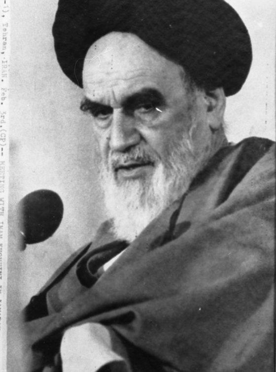 イラン反米政権を立てたホメイニ師。革命防衛隊も彼の作品だ。[中央フォト]