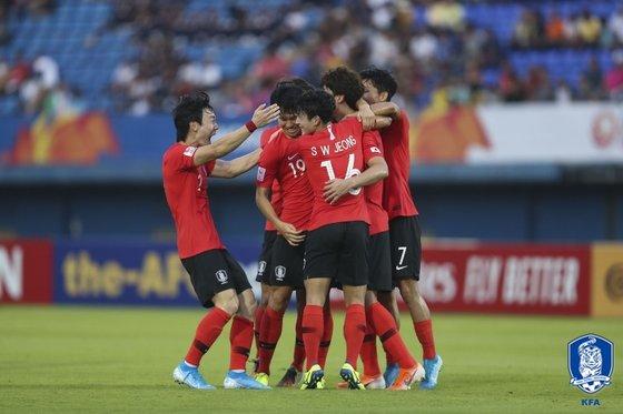 12日に行われた2020AFC U-23選手権グループリーグC組の韓国-イラン戦で、得点後に喜ぶ韓国選手。 写真=大韓サッカー協会