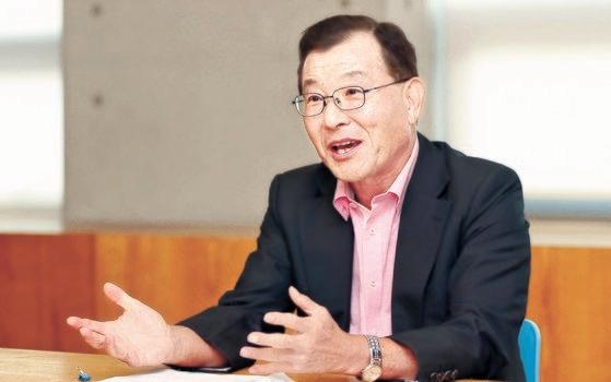 ソウル大学のキム・サンギュン名誉教授。ピョン・ソング記者
