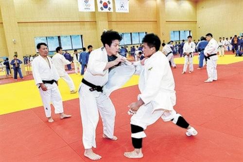 鎮川選手村で練習中の韓国柔道代表チーム