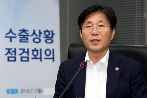 輸出状況点検会議を主宰している成允模・韓国産業通商資源部長官