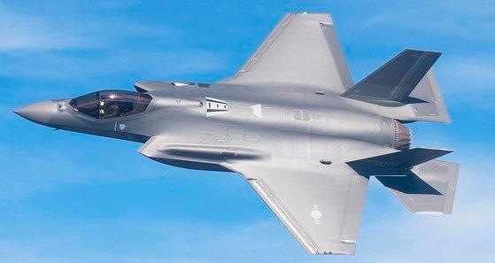 韓国空軍が40機を導入するF-35Aステルス戦闘機は1機当たり価格が1000億ウォン水準だ。[写真 防衛事業庁提供]