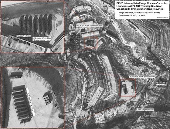 商業用人工衛星が撮影した中国山東省青州市中国人民解放軍ロケット軍基地。DF-26を搭載した移動型ミサイル発射台が見える。[写真 ハンス・クリステンセン氏のFASブログ]