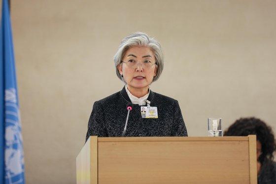 康京和外交部長官が24日(現地時間)、国連ジュネーブ事務所で開かれた第43回国連人権理事会の高官級会議に参加して演説を行っている。[写真 外交部]