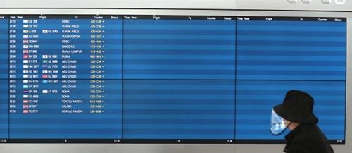 日本が韓国人入国制限を強化した9日、仁川国際空港第1ターミナルの出発便案内板は空いている。キム・ソンリョン記者