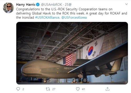 ハリー・ハリス駐韓米国大使が19日にツイッターに投稿した高高度無人偵察機「グローバルホーク」の写真。[写真 ツイッターキャプチャー]