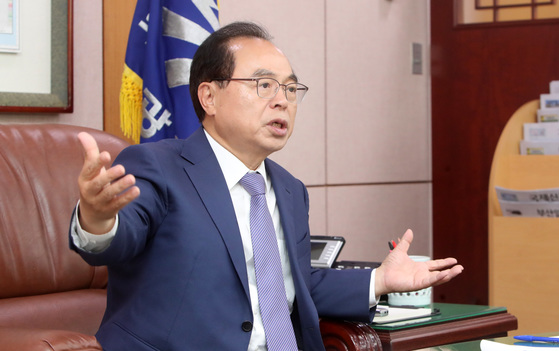 呉巨敦(オ・ゴドン)釜山(プサン)市長