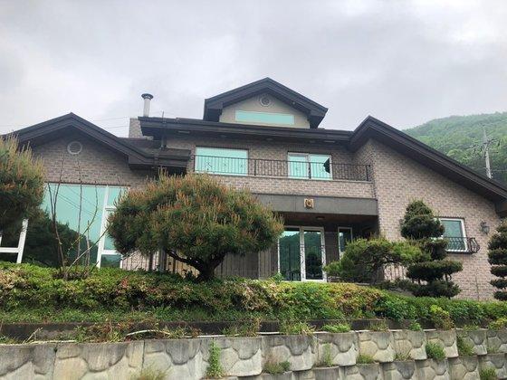 京畿道安城市金光面の瑞雲山の麓にある慰安婦被害者のための憩いの場「平和と癒やしが出会う家」全景。チェ・ヘソン記者