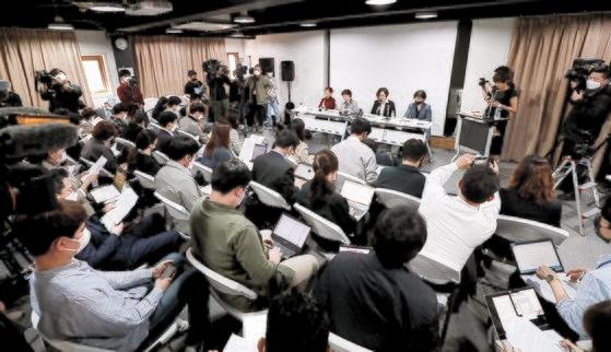 11日午前、ソウル麻浦区の人権財団サラムで正義連が旧日本軍慰安婦被害者寄付金に関する問題について記者会見している。 チャン・ジンヨン記者