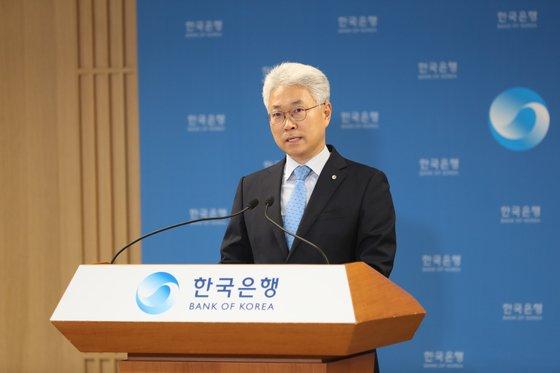 韓国銀行のパク・ヤンス経済統計局長が2日に韓国銀行で開かれた2020年1-3月期国民所得説明会で発表している。[写真 韓国銀行]