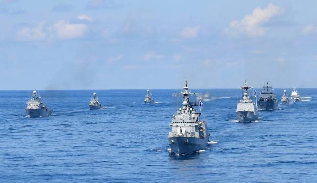 昨年8月25日に独島(ドクト、日本名・竹島)をはじめ東海(トンヘ、日本名・日本海)で実施された領土守護訓練。[写真 韓国海軍]