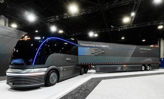 現代自動車が「2019北米商用展示会」に展示した水素専用大型トラックコンセプトカー「HDC6ネプチューン」。[写真 現代自動車]