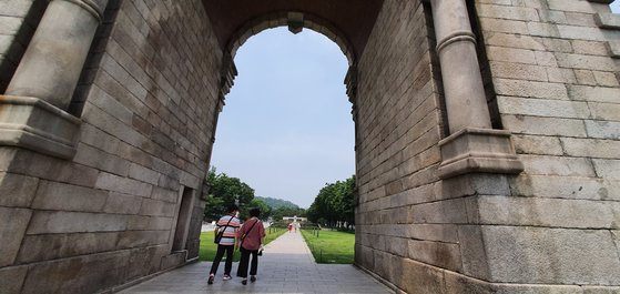 朝鮮時代に中国皇帝の使節を迎えた迎恩門を壊して日清戦争後に建てた独立門。 チャン・セジョン記者