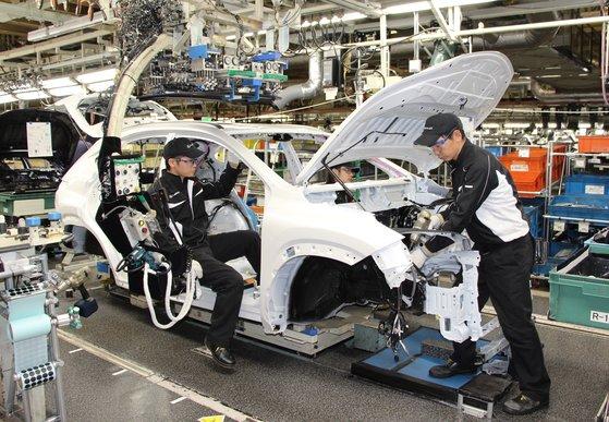開放型調達構造と供給ライン多様化で日本自動車企業は韓国に比べ新型コロナによる打撃が少なかったという研究結果が出てきた。写真は九州のレクサス宮田工場。[写真 レクサス]