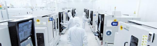 韓経:素材・部品・装備「半分の成功」…フォトレジストの日本依存依然90%