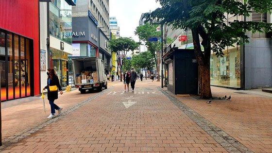 ソウル市中区明洞を訪問する外国人観光客が大きく減少して街が閑散としている。ユン・サンオン記者