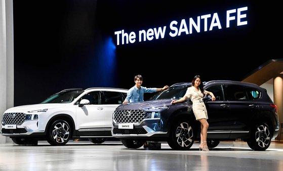 30日公開された現代自動車の中型SUV「ザ・ニューサンタフェ」。[写真 現代自動車]