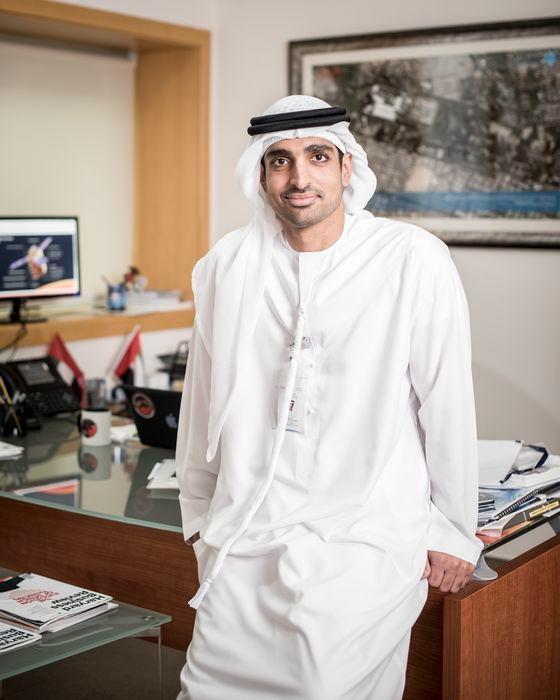 UAE火星探査船プロジェクト「EMM」のプロジェクト・ディレクターであるOmran Sharaf氏(37)はUAEの宇宙開発歴史と同じくらい若い。2005年、米国バージニア大学で電気工学学士を取得し、2013年KAIST(韓国科学技術院)で科学技術政策修士学位を取得した。