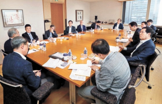 13日に開かれた韓中ビジョンフォーラムで専門家らが討論している。キム・サンソン記者