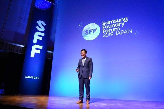 昨年9月4日に東京で開かれた「サムスンファウンドリーフォーラム2019ジャパン」でサムスン電子の鄭殷昇ファウンドリー事業部長が基調演説をしている。[写真 サムスン電子]