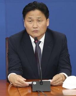 民主党のキム・ヨンジン院内首席副代表