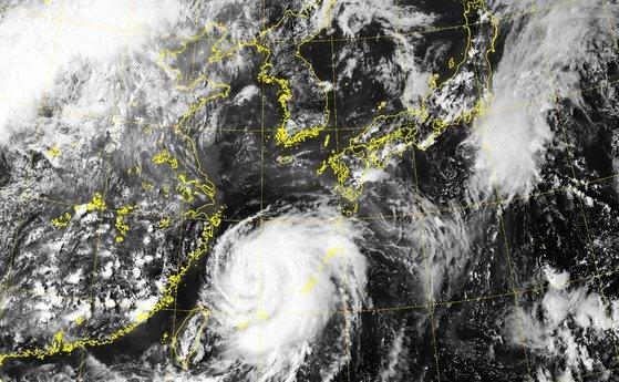 衛星から見た台風8号 気象庁