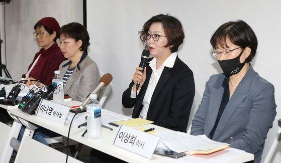 正義記憶連帯のイ・ナヨン理事長が5月11日午前、ソウル麻浦区(マポグ)人権財団「サラム」で記者会見を開いて後援支援金をめぐる論議に関連した立場を明らかにしている。チャン・ジニョン記者