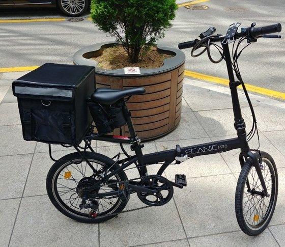 イさんが配達アルバイトで使っている自転車。[写真 イさん提供]