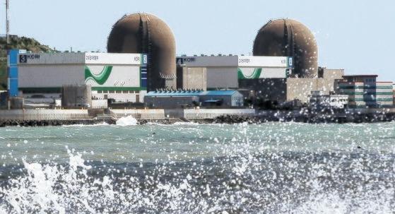台風9号「MAYSAK(メイサーク)」の影響で3日午前、釜山機張郡(プサン・キジャングン)の古里原発3号機と4号機が稼働を止めた。この日の台風で新古里1号機と2号機など原発4基が相次いで稼働を中断した。ソン・ポングン記者