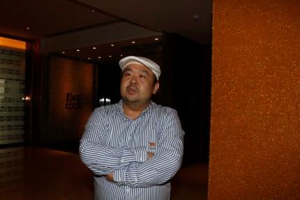 金正男氏が2010年6月にマカオのホテルで中央日報とインタビューする姿。シン・インソプ記者