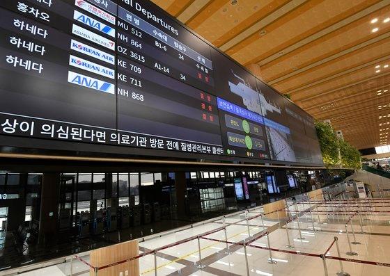 今月3月、韓国と日本が90日ノービザ入国を中断後、ソウル金浦(キンポ)空港国際線ターミナルの運航情報掲示板に日本行き航空機欠航の案内が表示されている。キム・ソンニョン記者
