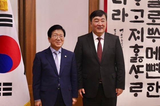 ケイ海明駐韓中国大使が7月15日に国会を訪問し朴炳錫国会議長と会った。ケイ大使は2月13日には文喜相国会議長(当時)を表敬訪問したりもした。[在韓中国大使館ホームページ キャプチャー]