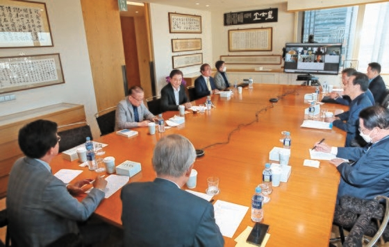 19日に開かれた「韓日ビジョンフォーラム」で各界の専門家が討論している。ウ・サンジョ記者