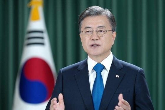 文在寅大統領が23日(韓国時間)、国連総会テレビ演説で「もう韓半島で戦争は完全に、そして永久的に終息されなければならない」として「終戦宣言を通じて和解と繁栄の時代へ前進できるように国連と国際社会も力を合わせてほしい」と述べた。[写真 青瓦台写真記者団]