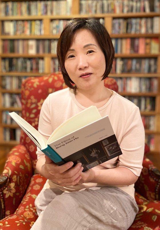 米国で批評書『Films of Bong Joon Ho』を出版したチャップマン大学映画科副教授。[写真 イ・ナム]