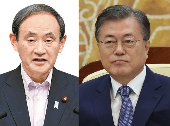菅義偉首相(左)と文在寅大統領(右、[写真 青瓦台写真記者団])