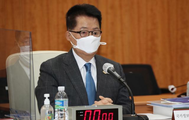 韓国の朴智元国家情報院長。