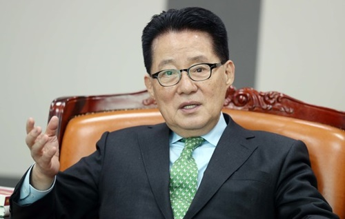 韓国の朴智元(パク・ジウォン)国家情報院長。