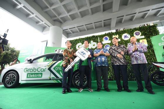 現代自動車は去年の12月、東南アジアの最大級車両共有サービス、「Grab」に自社のアイオニックエレクトロニクスを提供した(写真 現代自動車)