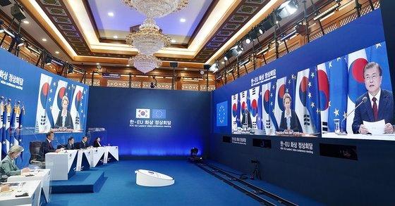 韓国青瓦台のテレビ会議場の風景[写真 青瓦台提供]