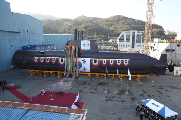 2016年の海軍潜水艦「李範ソク(イ・ボムソク)」進水式